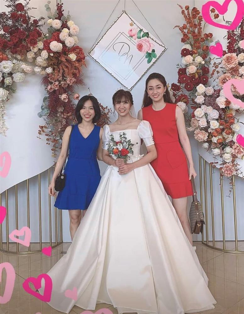 Đi ăn cưới bạn thân, Á hậu Ngô Trà My dìm cô dâu xuống vị trí thứ nhì-1