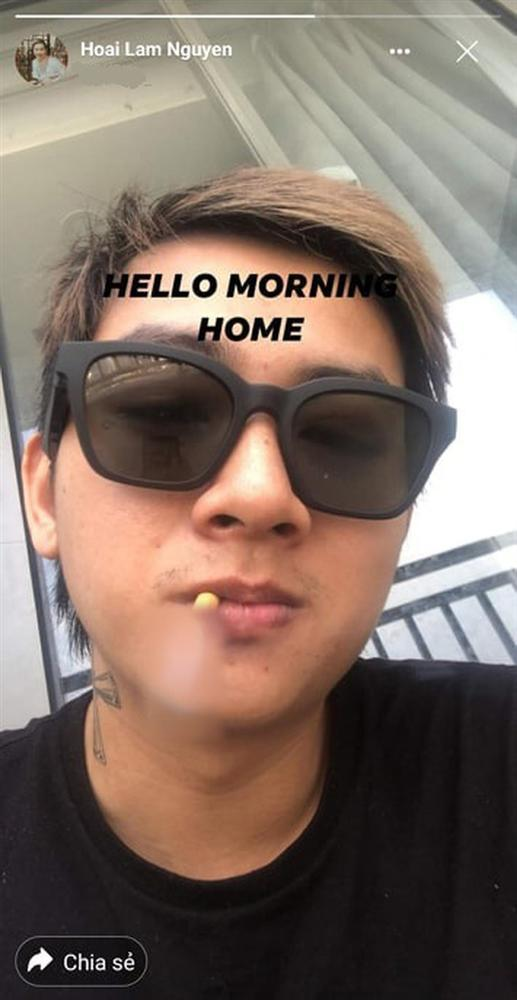 Hoài Lâm phì phèo thuốc lá trên sóng livestream-4