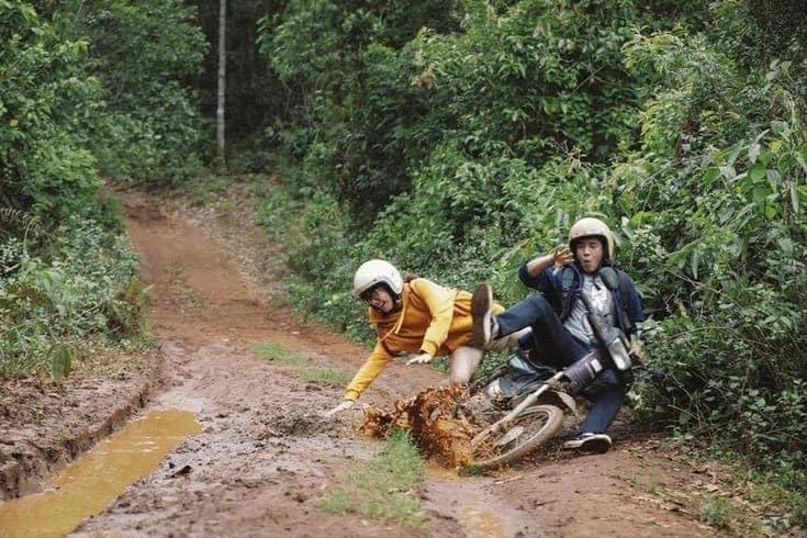 Ham hố phóng xe lội bùn phá đảo Đà Lạt, cặp trai gái nhận cái kết chổng vó lên trời-2