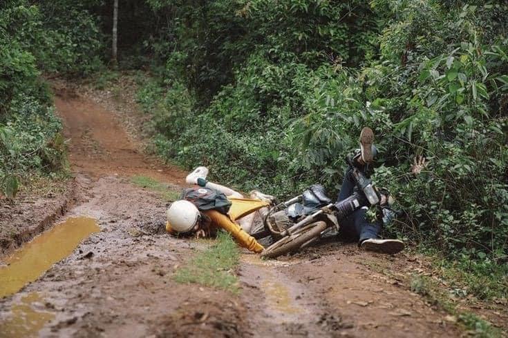 Ham hố phóng xe lội bùn phá đảo Đà Lạt, cặp trai gái nhận cái kết chổng vó lên trời-4