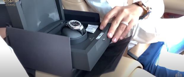 Minh Nhựa và vợ cũ chứng tỏ đẳng cấp đại gia, tặng con gái combo 3 đồng hồ tiền tỷ-7