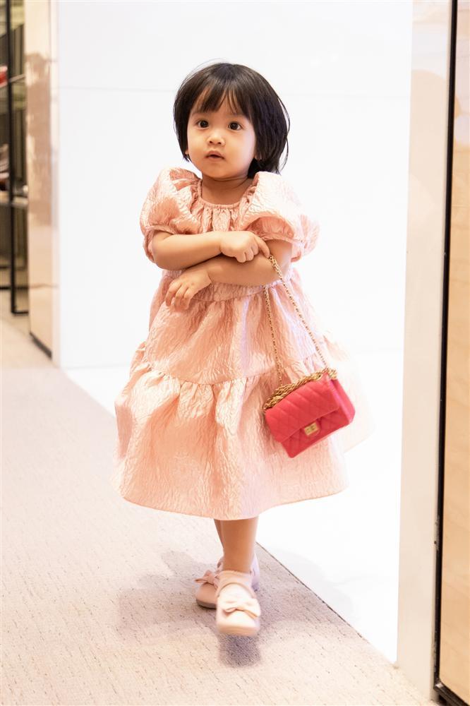 Ông bố vàng trong làng chiều con: NTK Đỗ Mạnh Cường tặng ái nữ set túi Chanel mini 650 triệu-6
