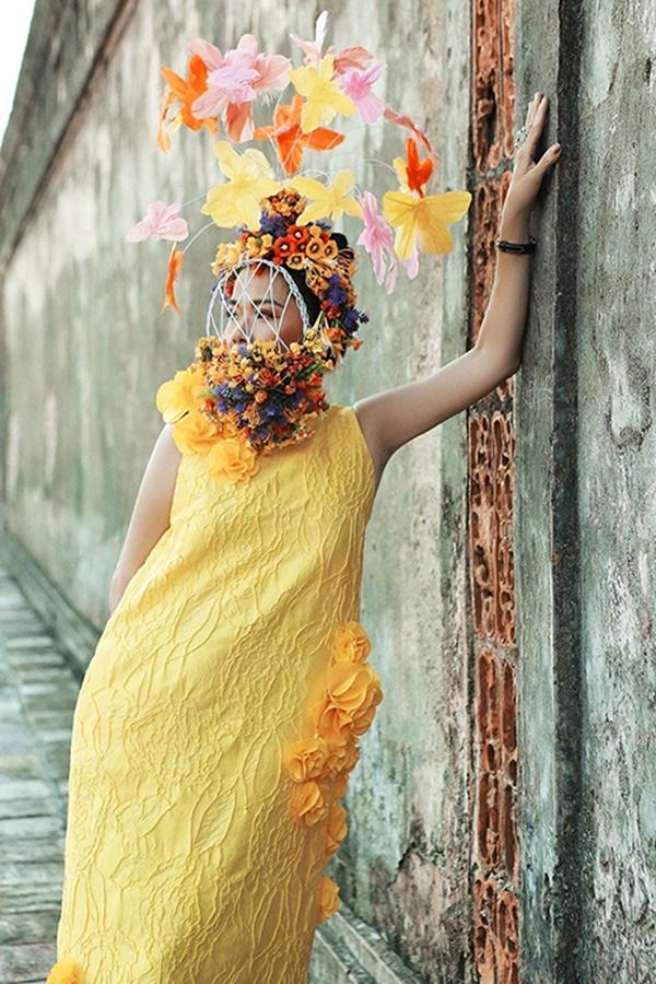 Nửa thập kỷ mới xuất hiện tại show event, Mỹ Lệ đeo khẩu trang hoa che nửa mặt-1