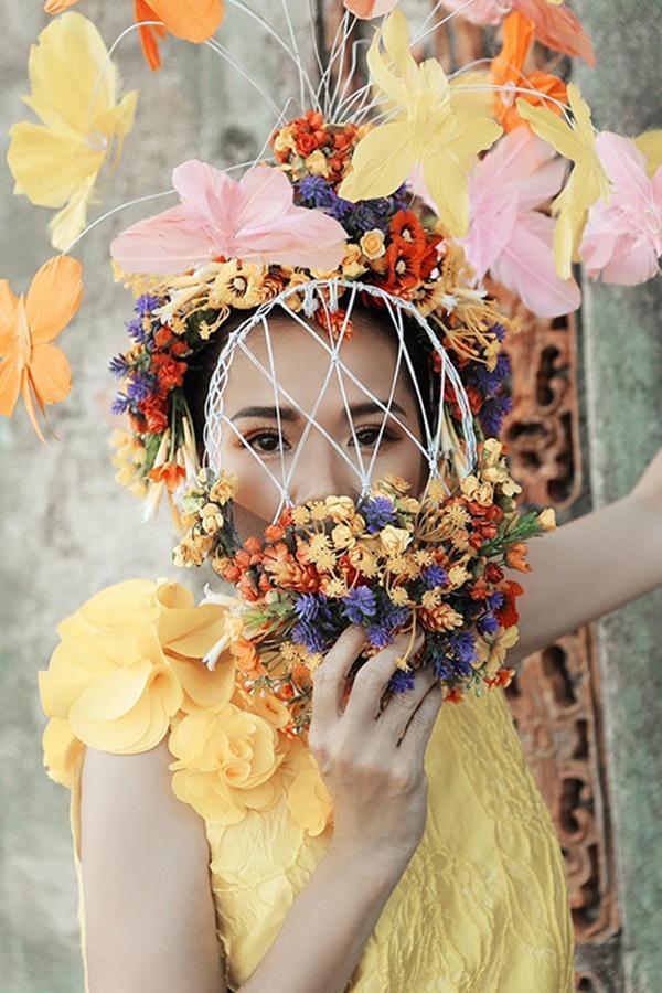 Nửa thập kỷ mới xuất hiện tại show event, Mỹ Lệ đeo khẩu trang hoa che nửa mặt-2