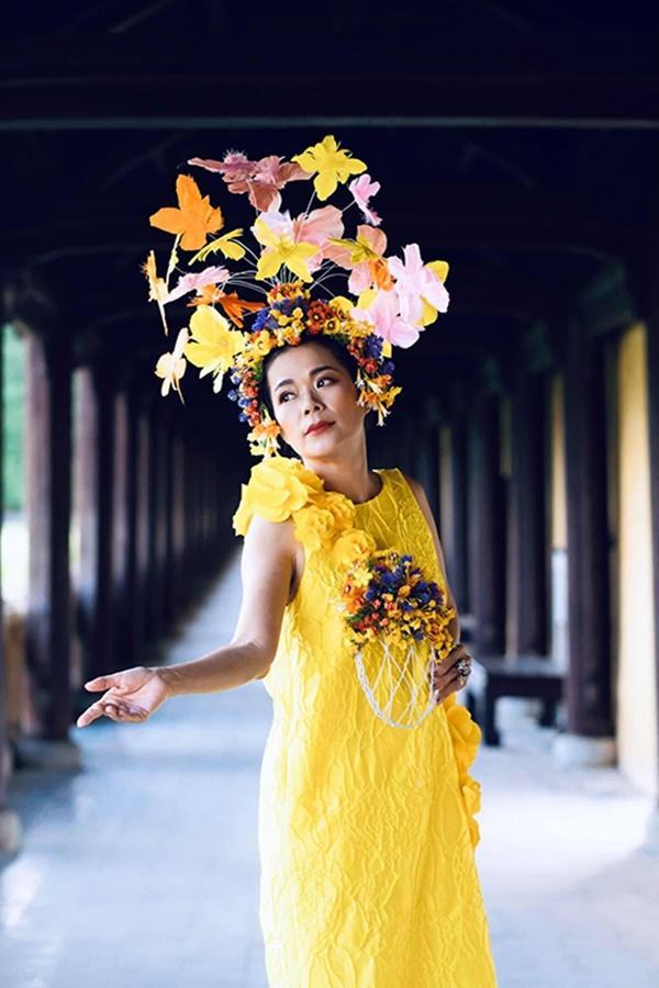 Nửa thập kỷ mới xuất hiện tại show event, Mỹ Lệ đeo khẩu trang hoa che nửa mặt-3