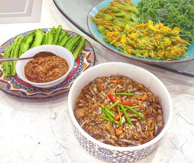3 nàng dâu showbiz Việt giàu nứt vách vẫn hì hục vào bếp nấu ăn lúc bụng bầu khệ nệ-11