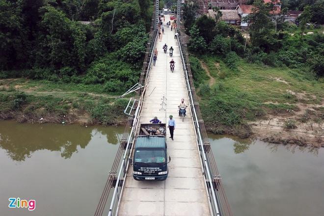Vụ ôtô lao xuống sông khiến 5 người chết: Tài xế không làm chủ tốc độ-1