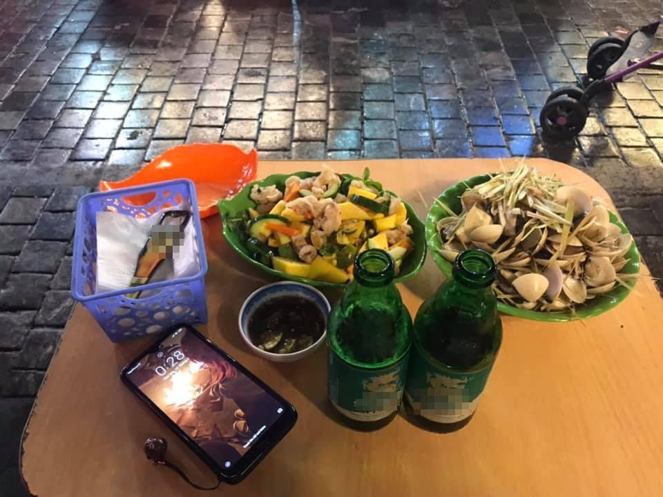 Hí hửng ra phố đi bộ Hà Nội, trai Sài Gòn bị chặt chém hơn 100k/ túi trái cây bé tí-3