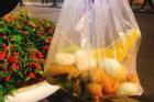 Hí hửng ra phố đi bộ Hà Nội, trai Sài Gòn bị 'chặt chém' hơn 100k/ túi trái cây bé tí