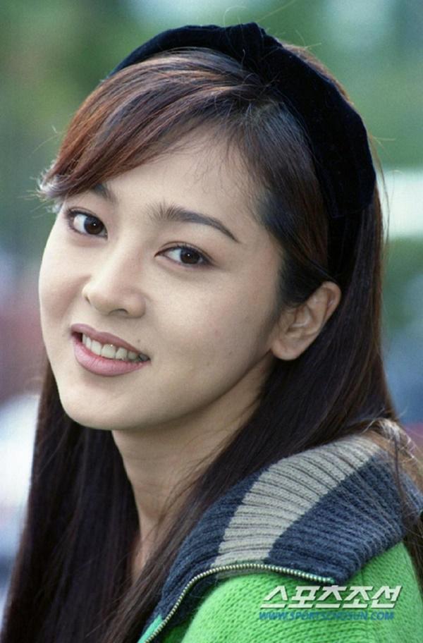 Phim rating kỷ lục giúp cả dàn sao đổi đời: Bae Yong Joon, Choi Ji Woo hóa ông hoàng bà chúa, Song Hye Kyo chưa thị phi bằng Á hậu tù tội-4
