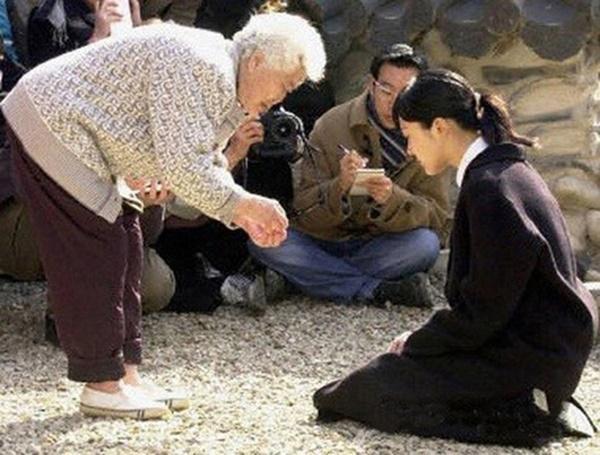Phim rating kỷ lục giúp cả dàn sao đổi đời: Bae Yong Joon, Choi Ji Woo hóa ông hoàng bà chúa, Song Hye Kyo chưa thị phi bằng Á hậu tù tội-6