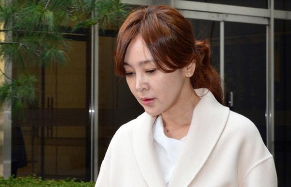 Phim rating kỷ lục giúp cả dàn sao đổi đời: Bae Yong Joon, Choi Ji Woo hóa ông hoàng bà chúa, Song Hye Kyo chưa thị phi bằng Á hậu tù tội-7