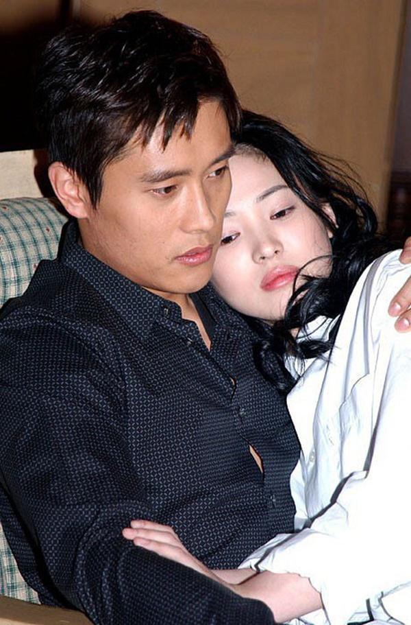 Phim rating kỷ lục giúp cả dàn sao đổi đời: Bae Yong Joon, Choi Ji Woo hóa ông hoàng bà chúa, Song Hye Kyo chưa thị phi bằng Á hậu tù tội-11