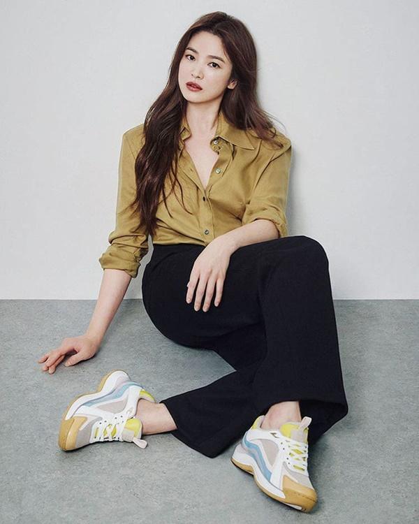 Phim rating kỷ lục giúp cả dàn sao đổi đời: Bae Yong Joon, Choi Ji Woo hóa ông hoàng bà chúa, Song Hye Kyo chưa thị phi bằng Á hậu tù tội-14