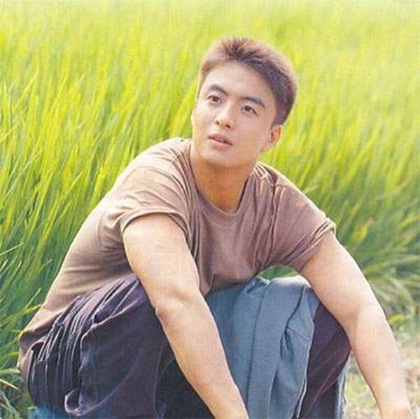 Phim rating kỷ lục giúp cả dàn sao đổi đời: Bae Yong Joon, Choi Ji Woo hóa ông hoàng bà chúa, Song Hye Kyo chưa thị phi bằng Á hậu tù tội-17