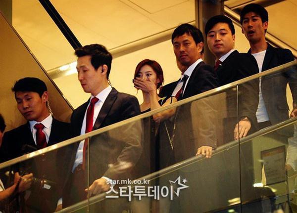 Phim rating kỷ lục giúp cả dàn sao đổi đời: Bae Yong Joon, Choi Ji Woo hóa ông hoàng bà chúa, Song Hye Kyo chưa thị phi bằng Á hậu tù tội-21