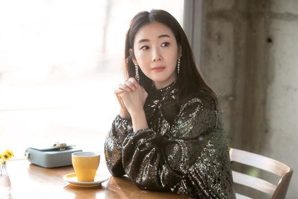 Phim rating kỷ lục giúp cả dàn sao đổi đời: Bae Yong Joon, Choi Ji Woo hóa ông hoàng bà chúa, Song Hye Kyo chưa thị phi bằng Á hậu tù tội-26