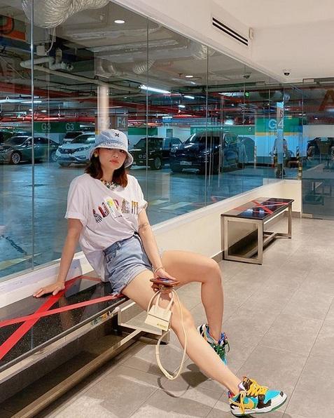 Không nói câu nào, Miu Lê đăng hình khoe chân nuột sau lời miệt thị cô bé đô con-8