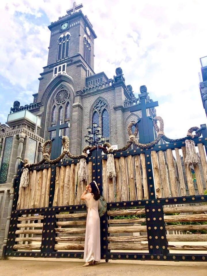 Lạc bước vào lâu đài cổ tích với những nhà thờ đẹp nhất 3 miền không phải ai cũng biết-15