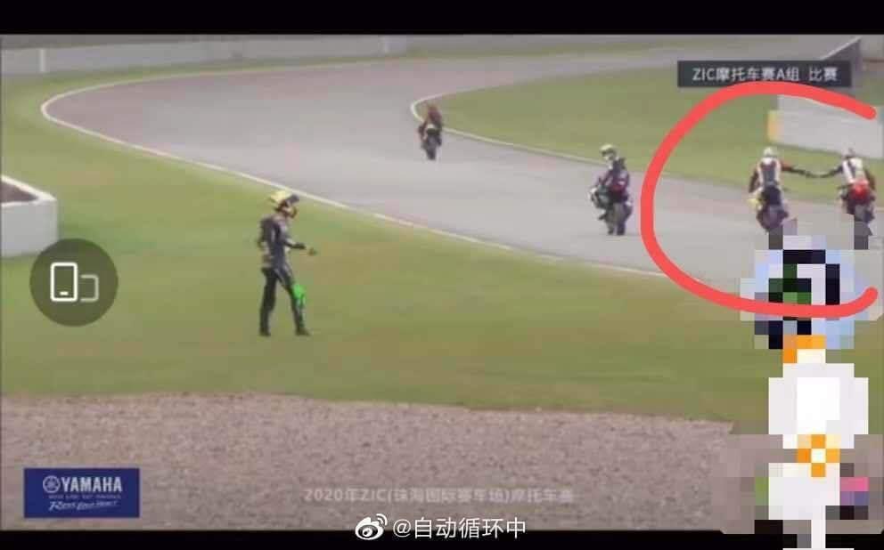 Vương Nhất Bác gặp tai nạn đường đua, đối thủ hả hê ăn mừng gây tranh cãi-3
