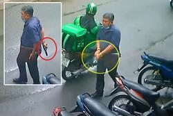 Người đàn ông rút súng, lên đạn dọa 2 người phụ nữ ở TP.HCM làm nhiều người thót tim