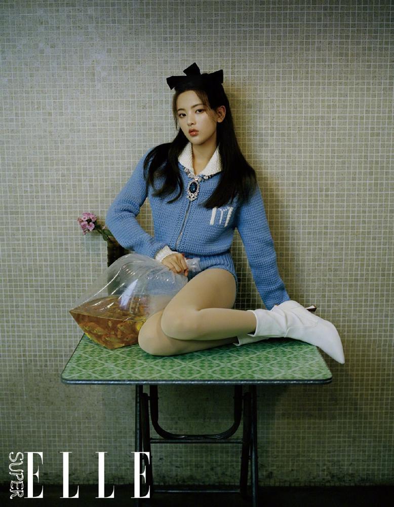 Ngọc Trinh, BLACKPINK Lisa hack tuổi từ 30 xuống 18 nhờ hot trend nơ bản to-9