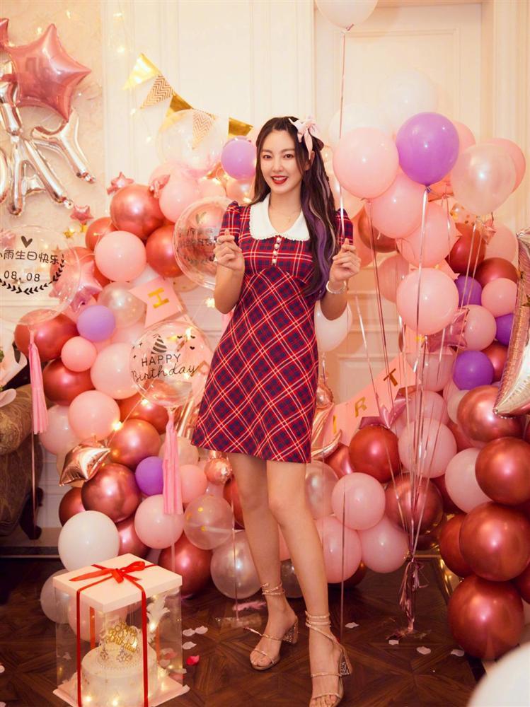 Ngọc Trinh, BLACKPINK Lisa hack tuổi từ 30 xuống 18 nhờ hot trend nơ bản to-14