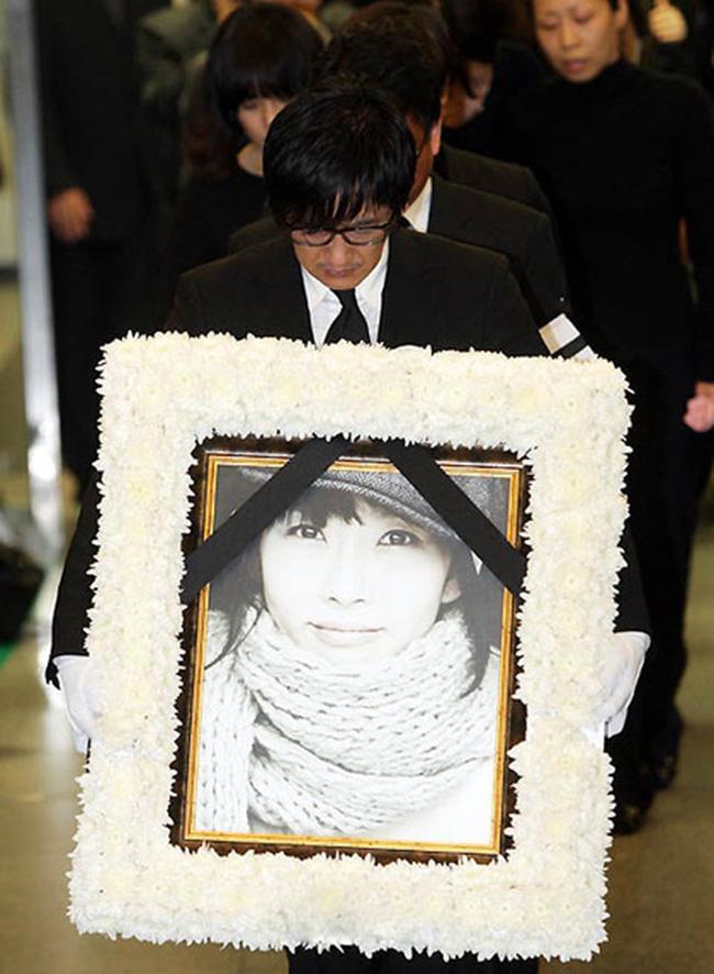 No.1 hot search MXH Hàn Quốc: Cuộc điện thoại cuối cùng của Choi Jin Sil trước khi quyết định tự tử lần đầu được tiết lộ-2
