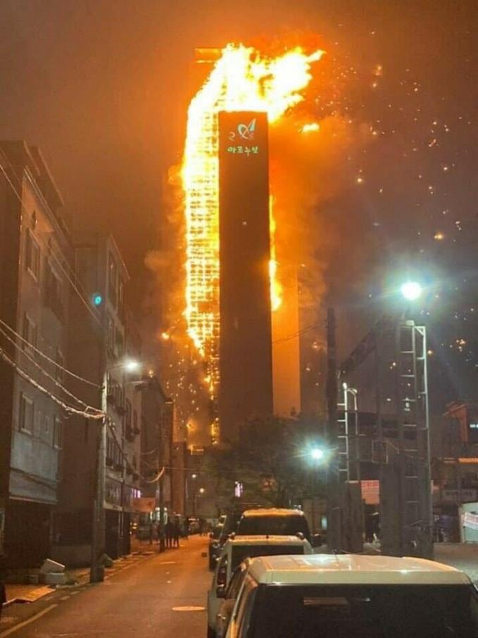 Tòa nhà 33 tầng bốc cháy ngùn ngụt suốt đêm ở Hàn Quốc, 88 người nhập viện-1