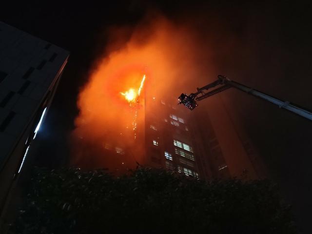 Tòa nhà 33 tầng bốc cháy ngùn ngụt suốt đêm ở Hàn Quốc, 88 người nhập viện-4