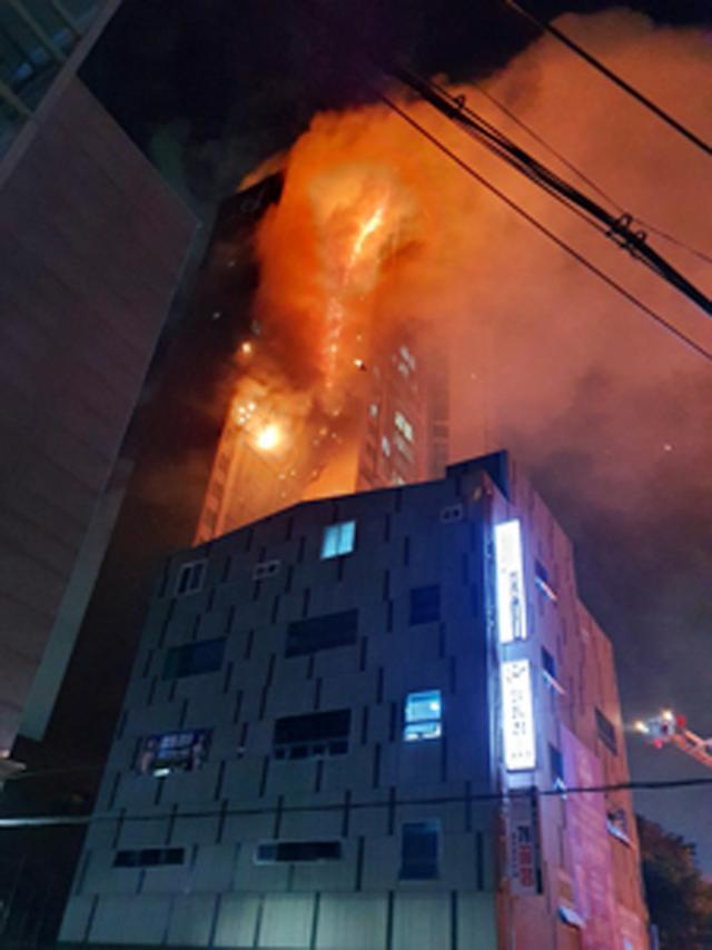 Tòa nhà 33 tầng bốc cháy ngùn ngụt suốt đêm ở Hàn Quốc, 88 người nhập viện-2