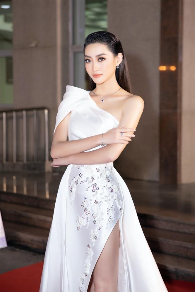 Lương Thùy Linh liên tục nói vấp khi làm MC bán kết Hoa hậu Việt Nam 2020-2