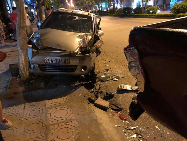 Kinh hoàng lái xe Mazda đâm liên hoàn 10 phương tiện, 1 người tử vong-2