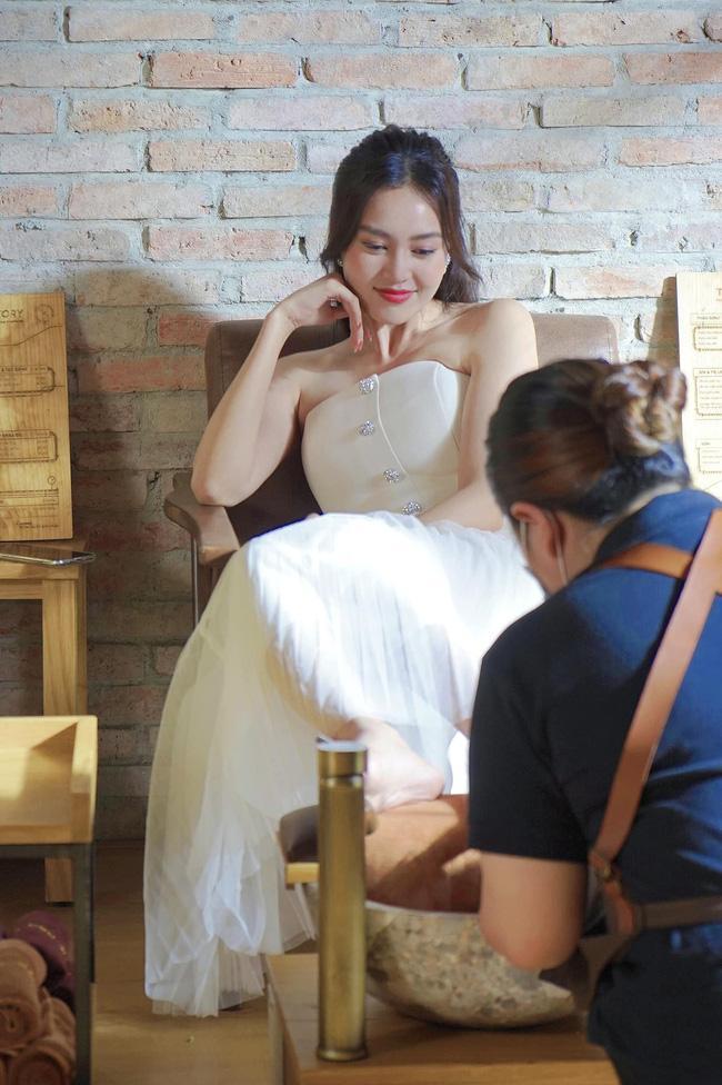 Lộ thêm hình ảnh Lan Ngọc đóng chung phim mới với Nhã Phương-7