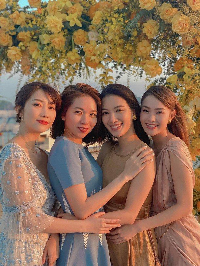 Minh Hằng chiếm spotlight đám cưới vì diện đầm xẻ sâu tận rốn-6