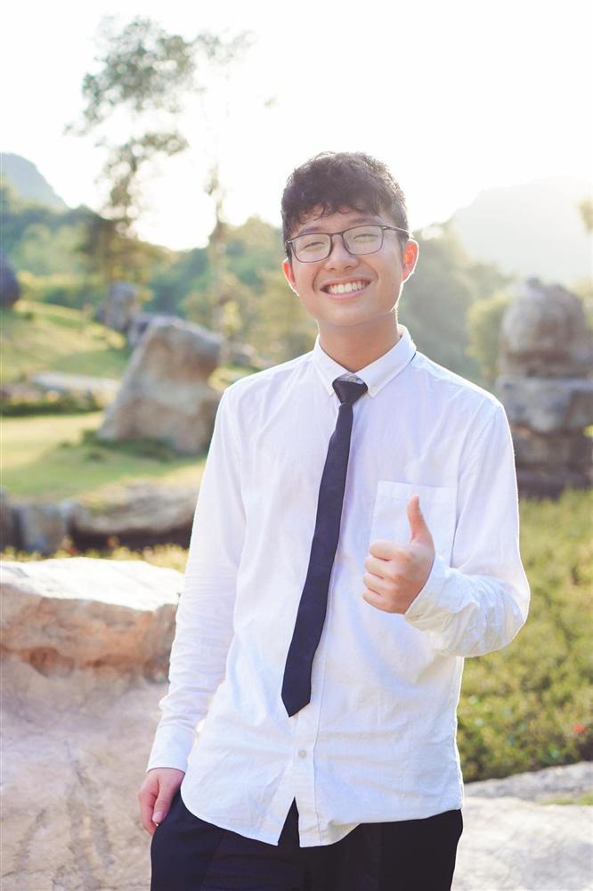 Thảo Vân cùng con trai quyết đấu bóng bàn, Công Lý bình luận gây chú ý-4