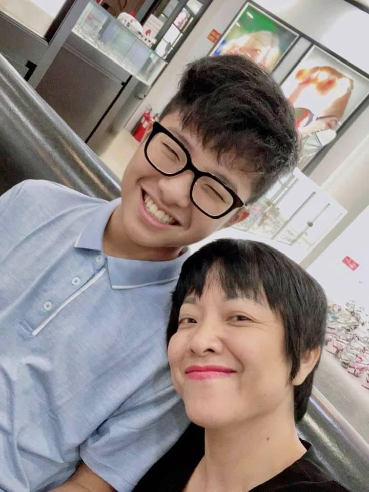 Thảo Vân cùng con trai quyết đấu bóng bàn, Công Lý bình luận gây chú ý-5