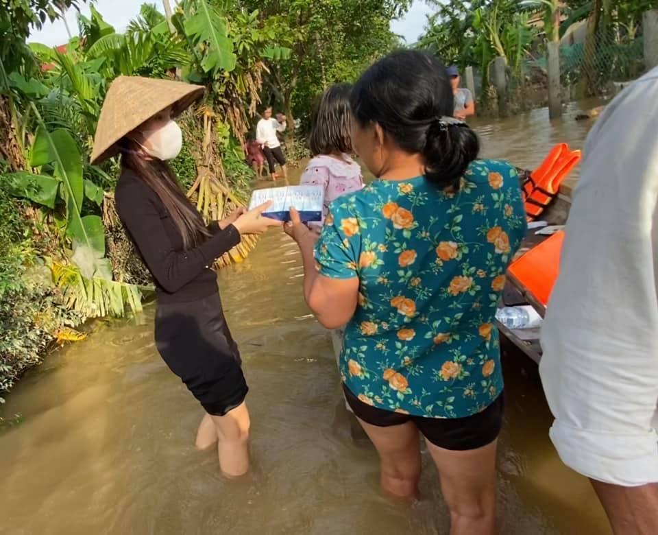 Chưa đầy 2 ngày kêu gọi, Thủy Tiên đã nhận hơn 22 tỷ cứu trợ miền Trung-5