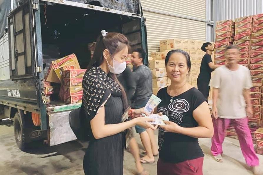 Chưa đầy 2 ngày kêu gọi, Thủy Tiên đã nhận hơn 22 tỷ cứu trợ miền Trung-3