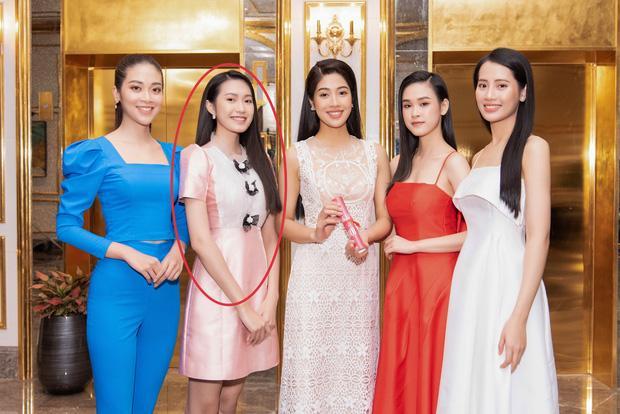 Bạn gái Văn Hậu lộ nhan sắc bình dân, khác xa hình tự đăng trên MXH-3