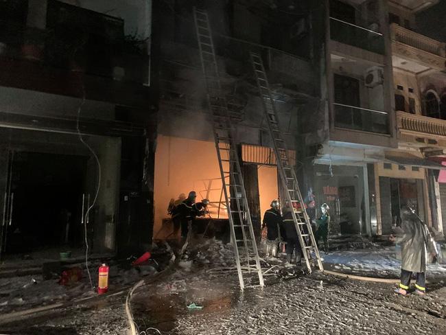 Hà Nội cháy lớn cơ sở kinh doanh gas, nhiều người thương nặng-1
