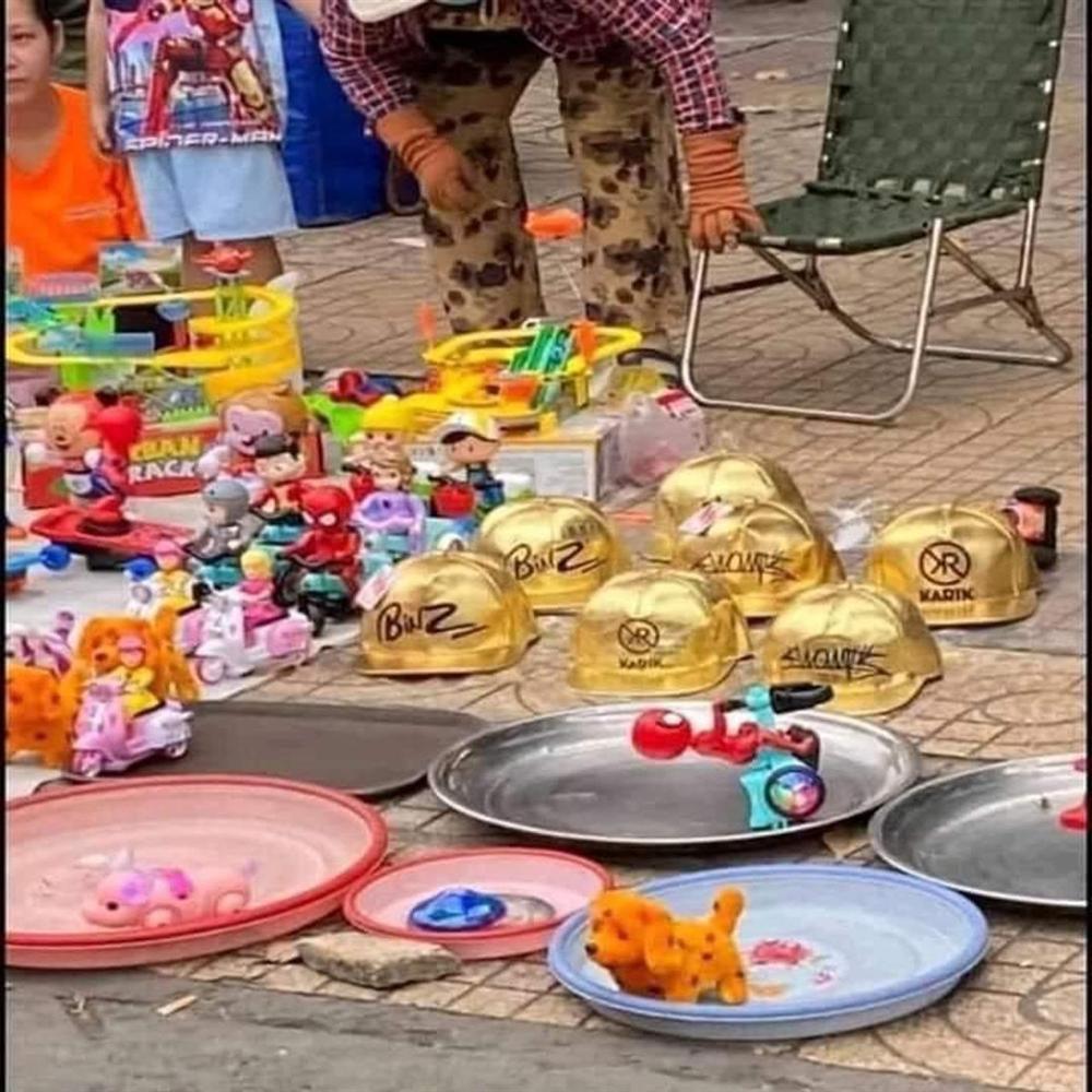 Nón vàng Rap Việt bán khắp lề đường với giá vài chục nghìn đồng-5