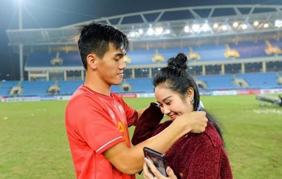 Lấy chồng chưa tròn 1 năm, bạn gái cũ cầu thủ Tiến Linh khoe ảnh con gái đầu lòng-1
