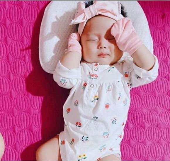 Lấy chồng chưa tròn 1 năm, bạn gái cũ cầu thủ Tiến Linh khoe ảnh con gái đầu lòng-4