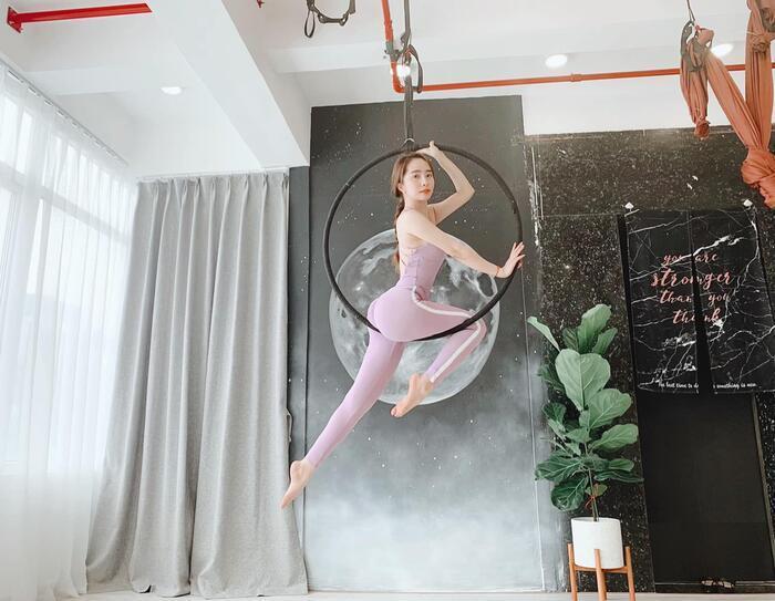 Sao Việt lên cơn sốt giảm cân bằng các môn thể thao bay lơ lửng như tiên nữ-1