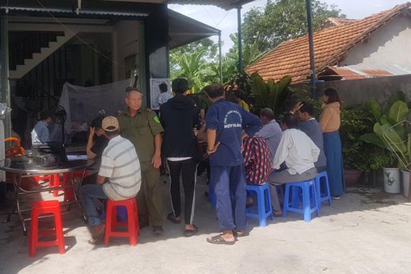 Bố mẹ sững sờ nhìn 2 con bị thiêu chết trong phòng ngủ ở Bình Định-1