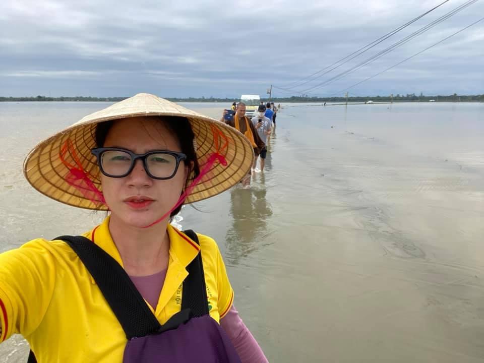 Phản ứng của Trang Trần khi bị so sánh làm từ thiện với Thủy Tiên-1