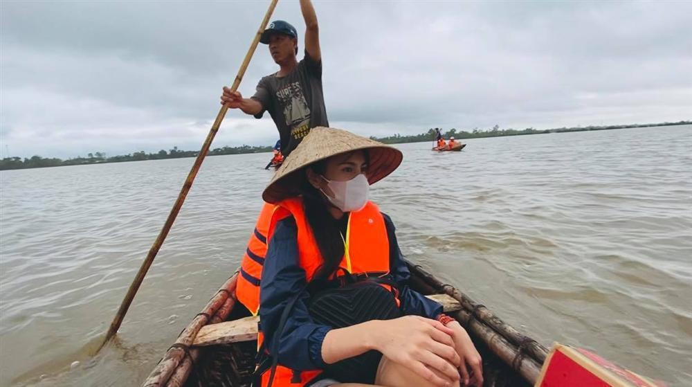 Thủy Tiên nhận hơn 30 tỷ cứu trợ lũ lụt, nói rõ việc trao quà không công bằng-1