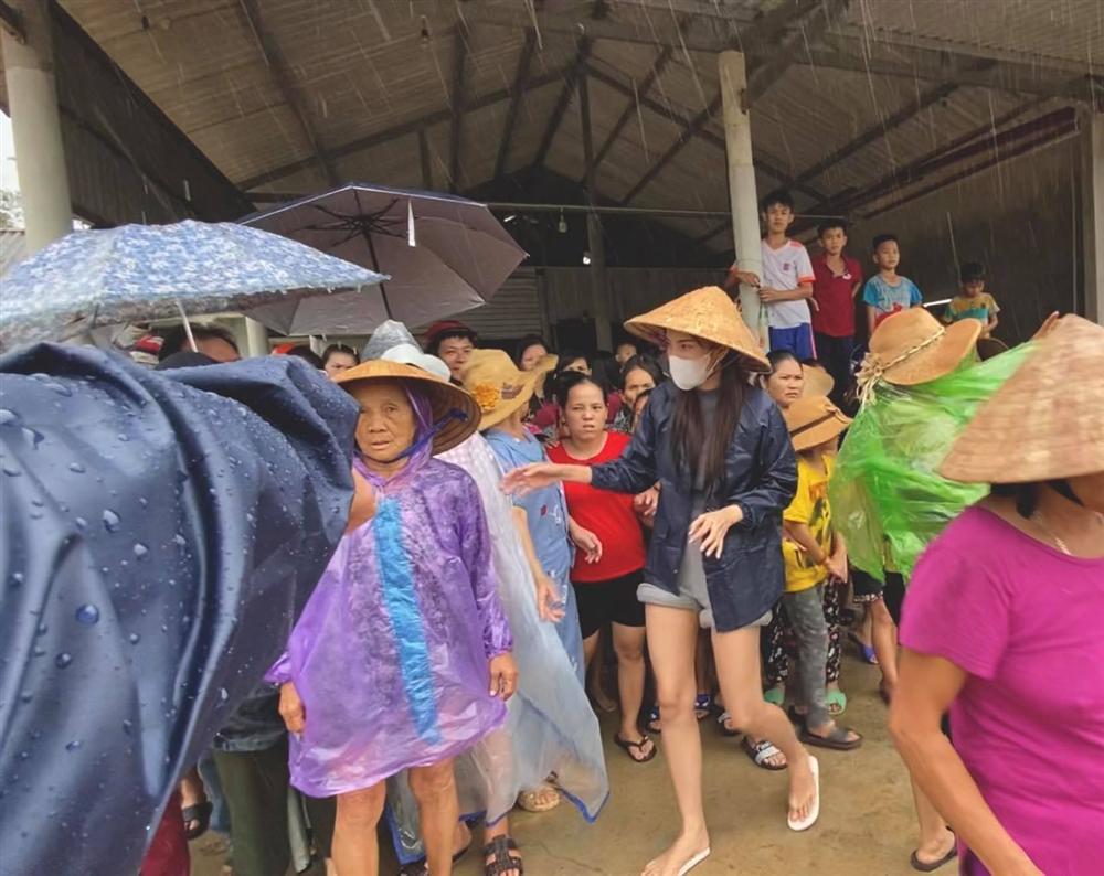 Thủy Tiên nhận hơn 30 tỷ cứu trợ lũ lụt, nói rõ việc trao quà không công bằng-2