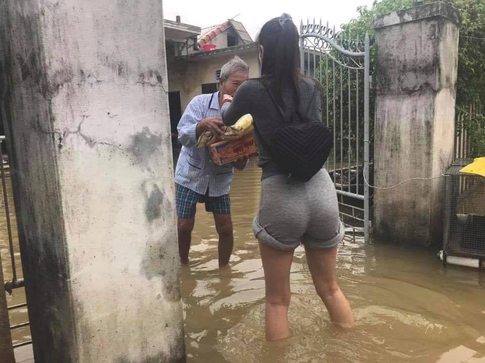 Thủy Tiên nhận hơn 30 tỷ cứu trợ lũ lụt, nói rõ việc trao quà không công bằng-4